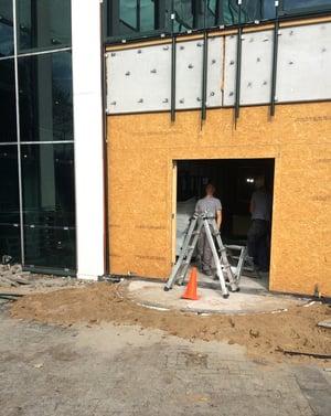 installeren toegangsdeur tijdens de bouwwerkzaamheden   Boon Edam