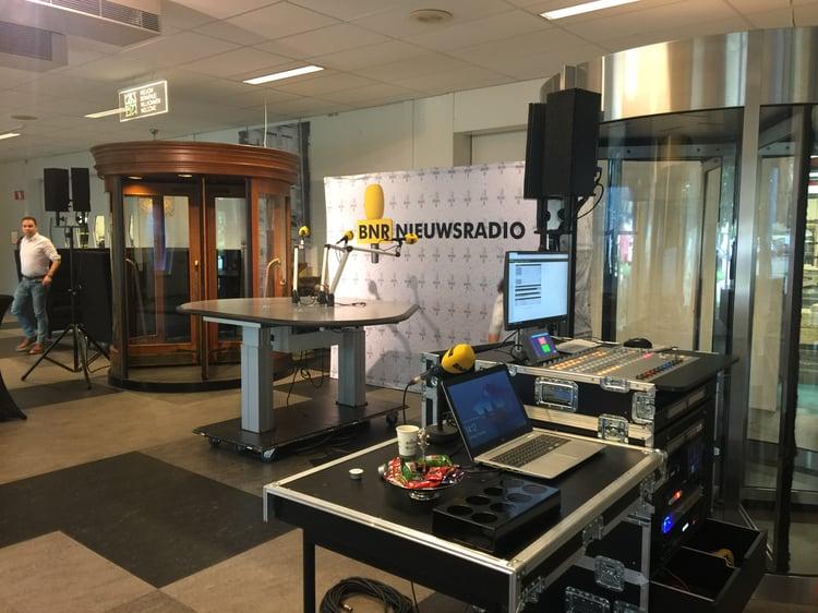 BNR Nieuwsradio in de showroom van Boon Edam