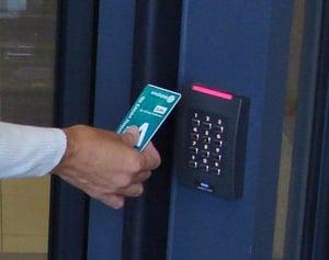 Control de acceso en las puertas de enfrente