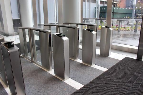 Torniquetes ópticos con pedestales personalizados