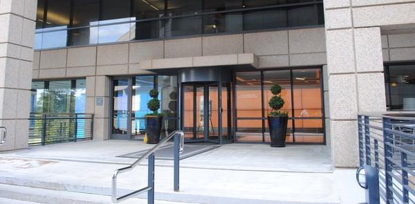 Tourlock puerta giratoria de securidad en la envolvente del edificio