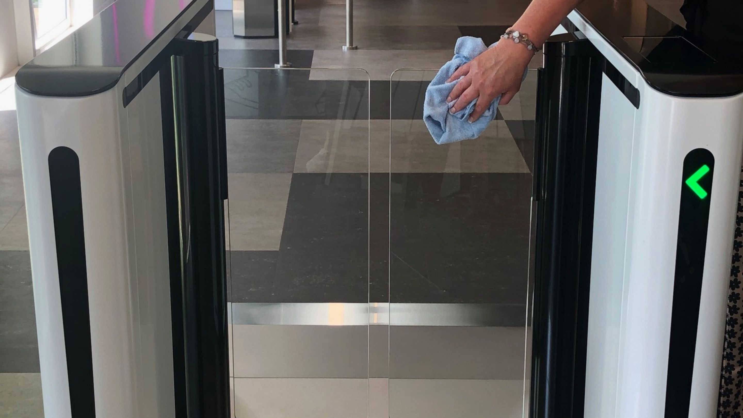 REVOLVING DOORS AND SECURITY ENTRANCES